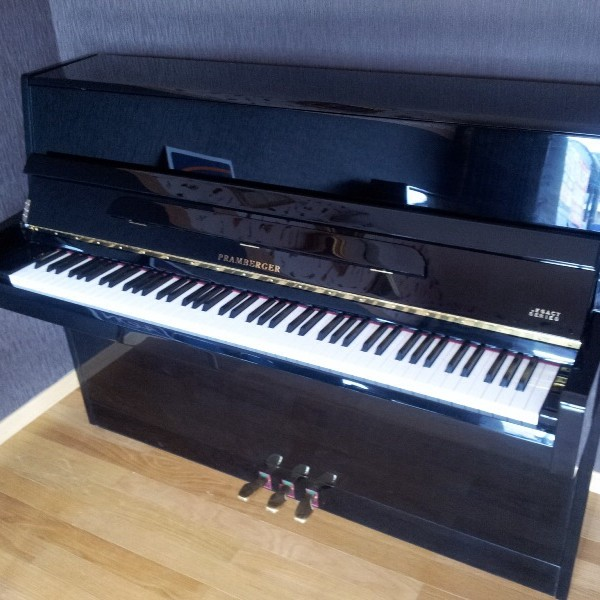 Piano Pramberger LV108