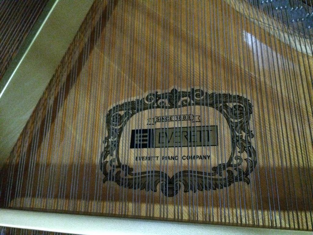 Grand Piano Everett Gambar 3